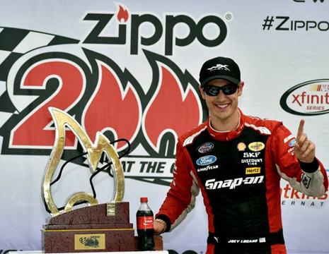 NASCARエクスフィニティ・シリーズ「Zippo 200」ジョーイ・ロガーノ1位!
