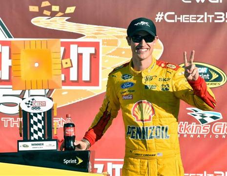 NASCARスプリント・カップ・シリーズ「Cheez-It 355」ジョーイ・ロガーノ1位!